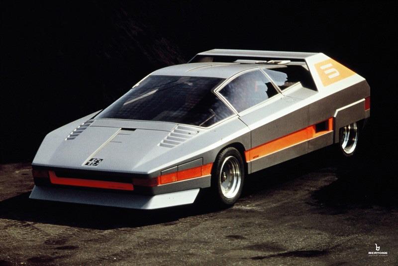 1976_Bertone_Alfa-Romeo_Navajo_14