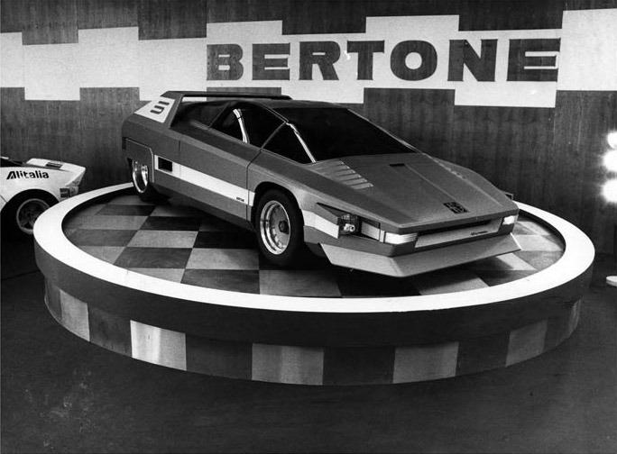 1976_Bertone_Alfa-Romeo_Navajo_19