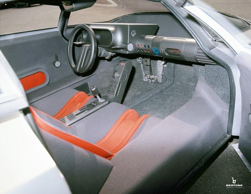 1976_Bertone_Alfa-Romeo_Navajo_interior_03