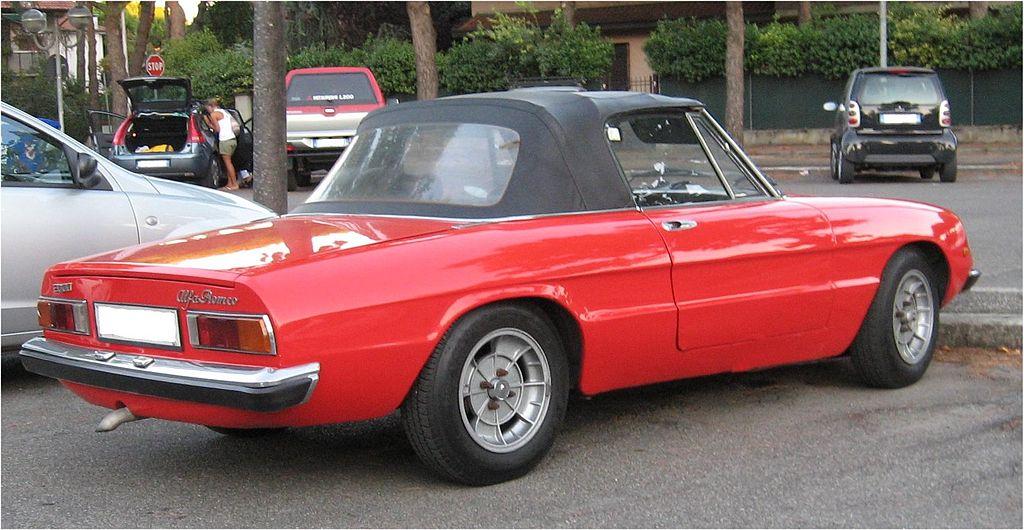 1024px-Alfa-Romeo_Spider_Mk2_rearview2