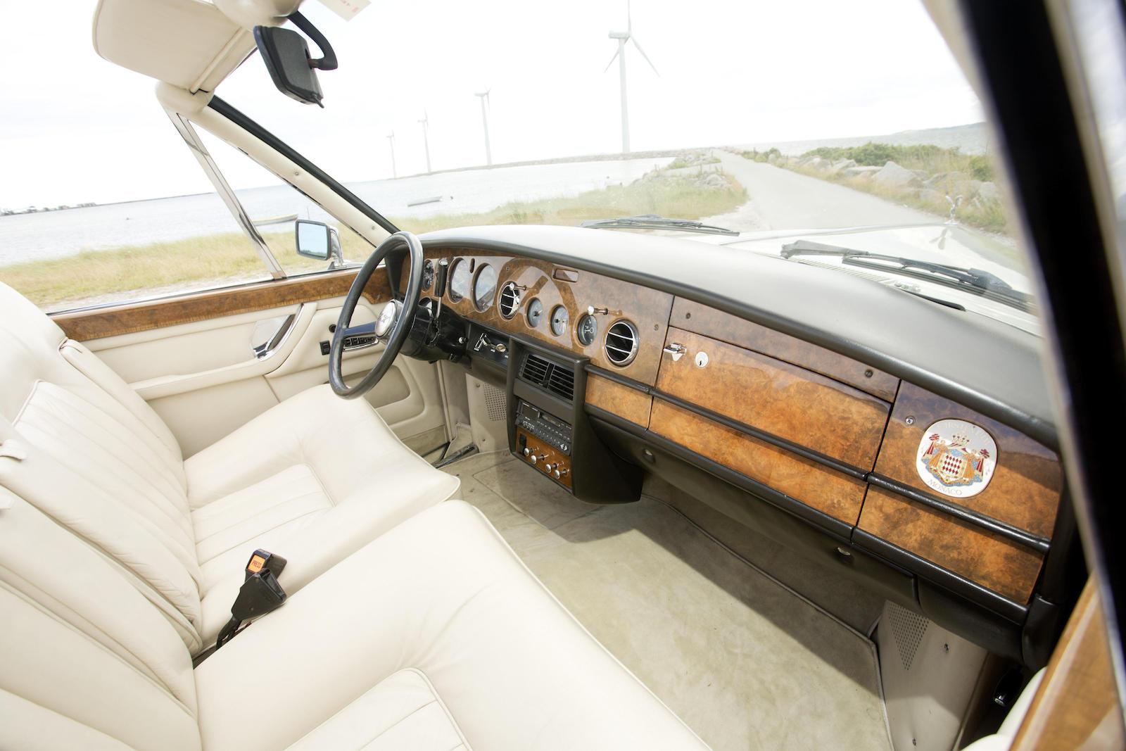 1973-Rolls-Royce-Phantom-VI-Drophead-Coupe-by-Frua-Interior-01