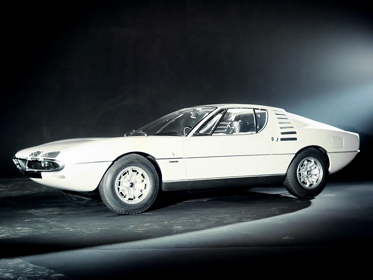 1967_Bertone_Alfa-Romeo_Montreal_Expo_03