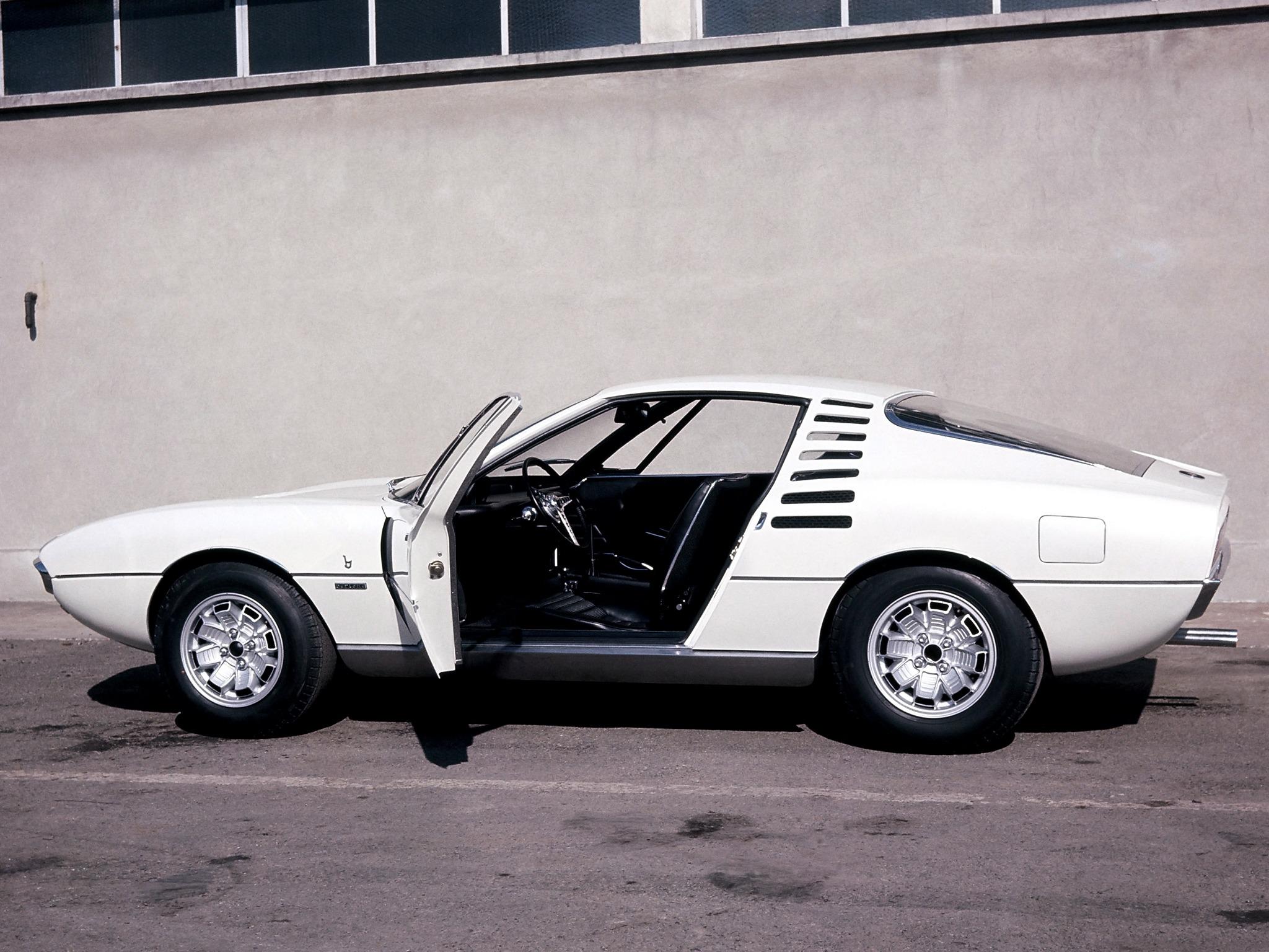 1967_Bertone_Alfa-Romeo_Montreal_Expo_04