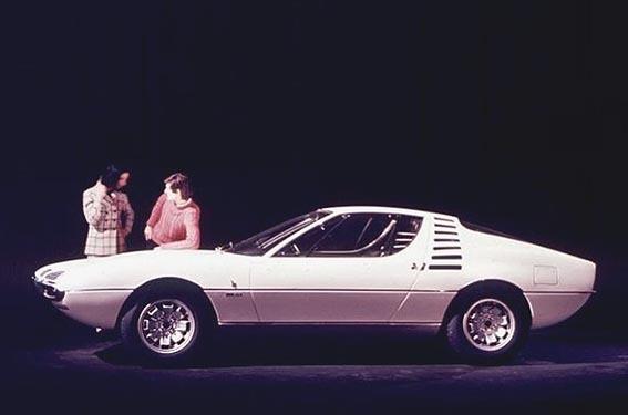 1967_Bertone_Alfa-Romeo_Montreal_Expo_07