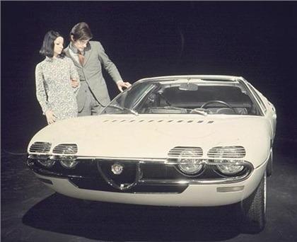 1967_Bertone_Alfa-Romeo_Montreal_Expo_08