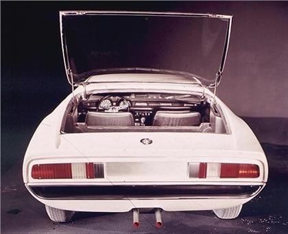 1967_Bertone_Alfa-Romeo_Montreal_Expo_11