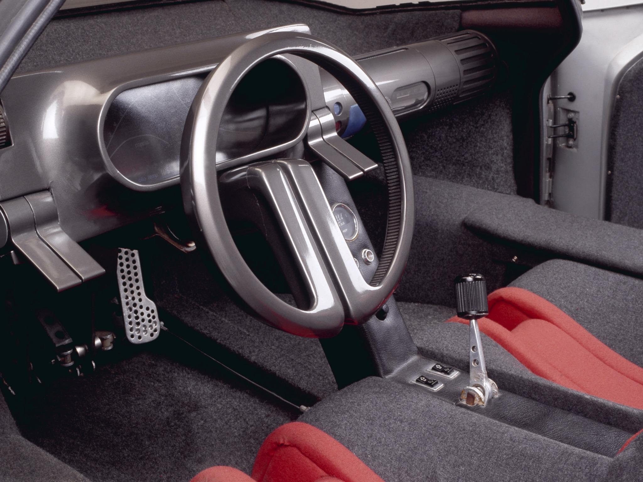 1976-Bertone-Alfa-Romeo-Navajo-Interior-01