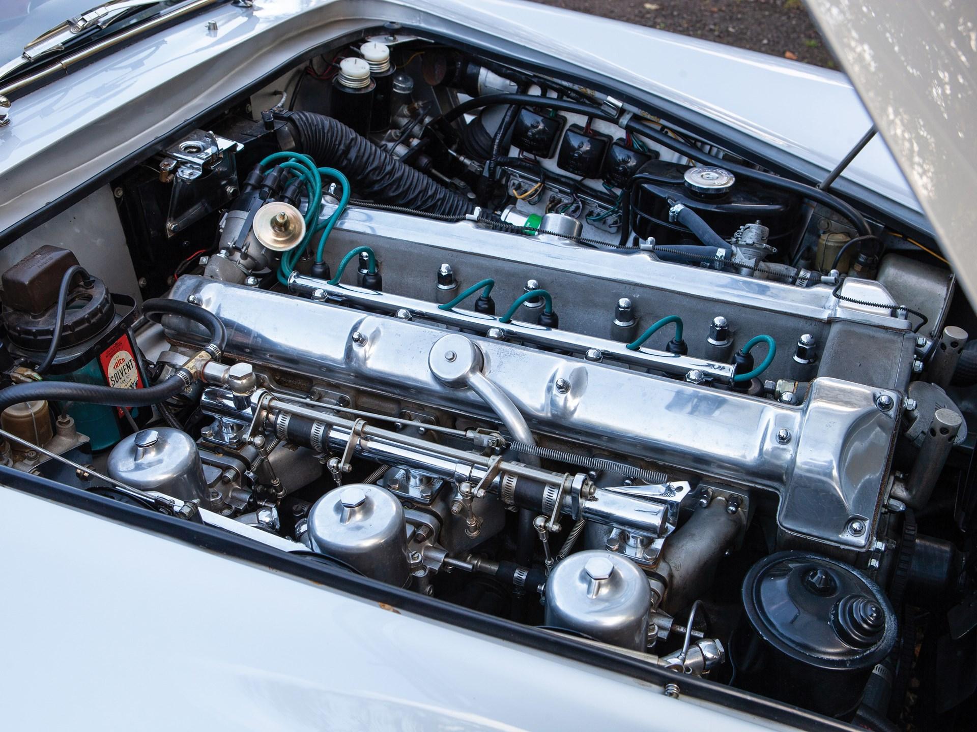 Aston-Martin-Lagonda-Rapide-1962-28