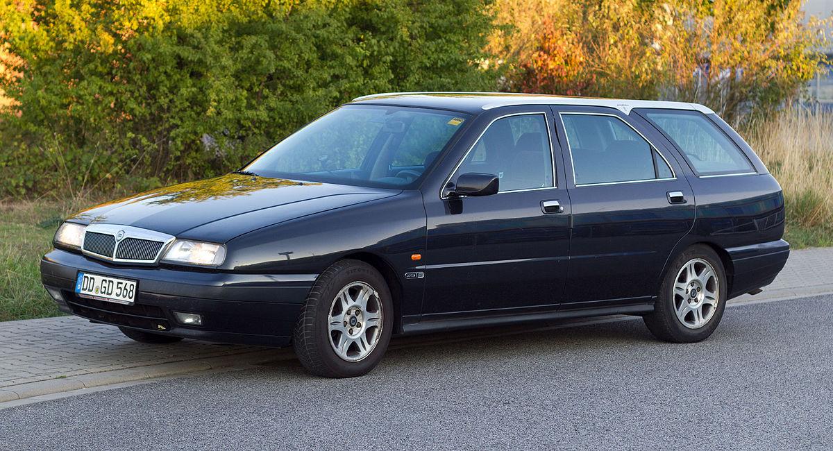 1200px-Lancia_Kappa_SW_front_20150911