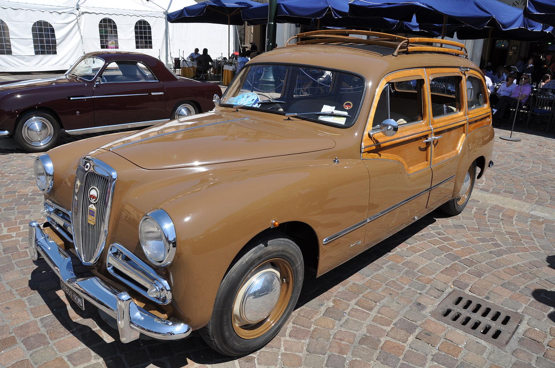 Lancia_Aurelia_Viotti_Giardinetta_1952_front
