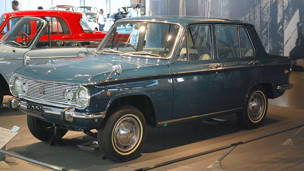 1024px-1966_Mazda_Familia_4-dr_sedan_(SSA)