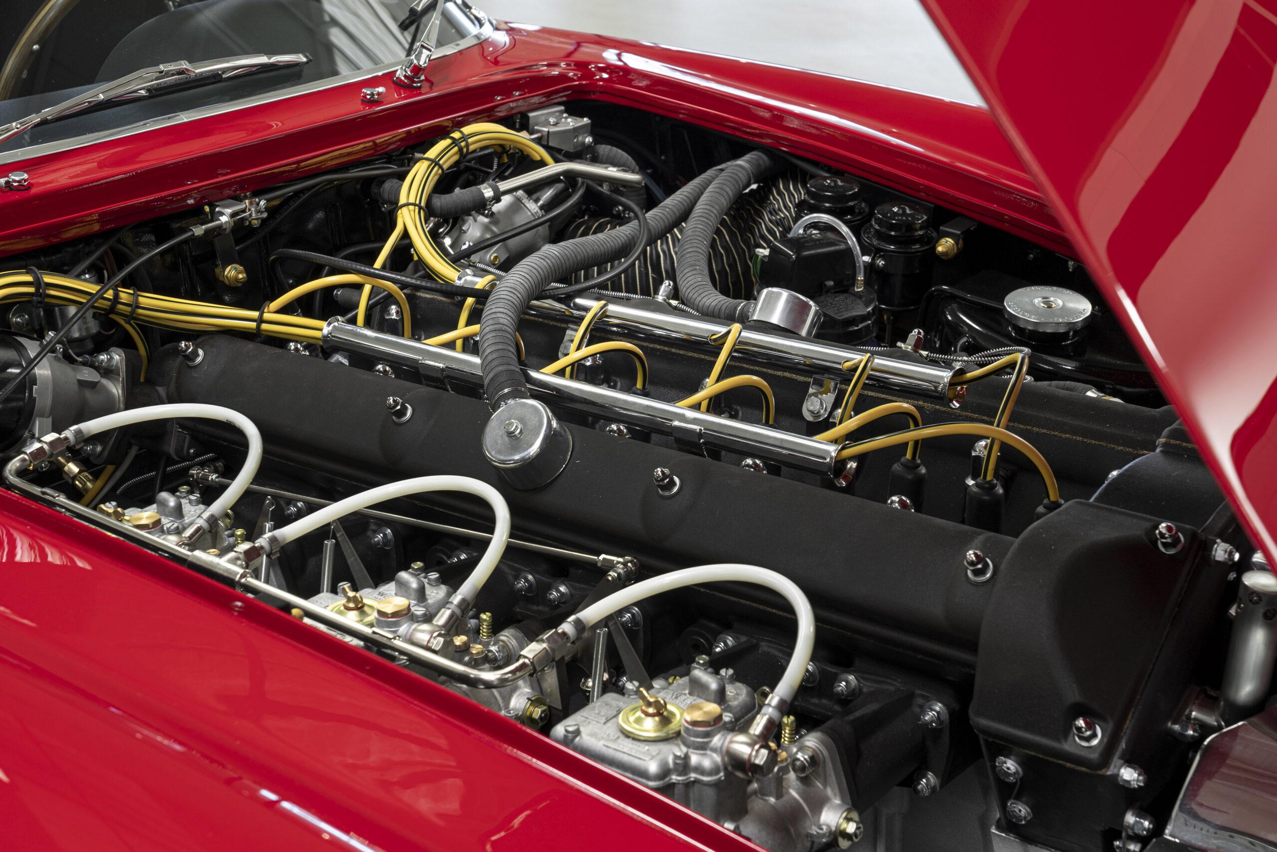 Aston Martin DB4 GT Zagato Continuation (16)