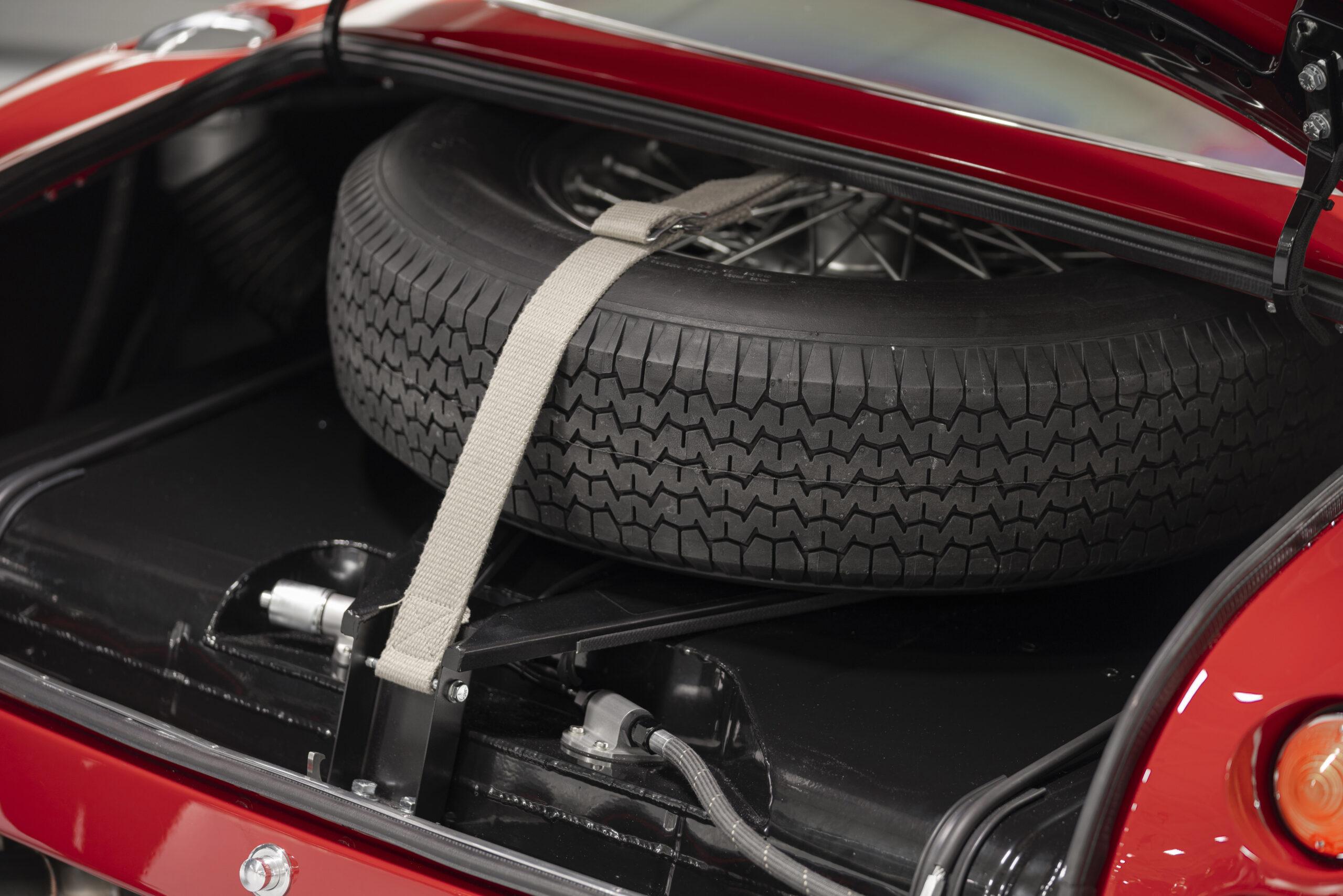Aston Martin DB4 GT Zagato Continuation (20)