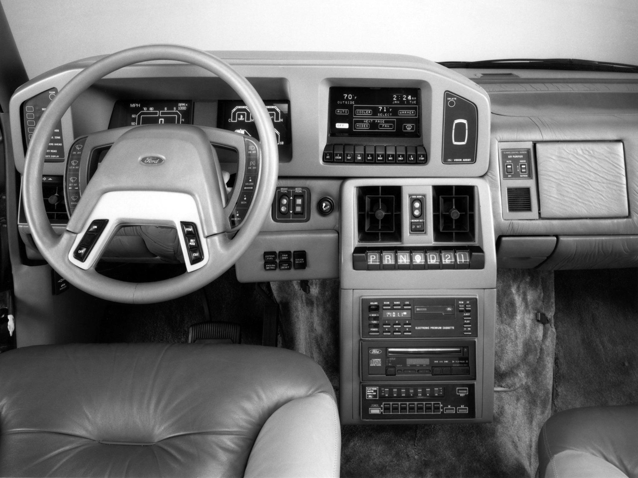 1987_Ghia_Ford_HFX_Aerostar_Interior_01