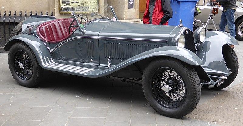 800px-Alfa-Romeo_8C_2300_Corto_Touring_Spider_(1933)_(34226707746)