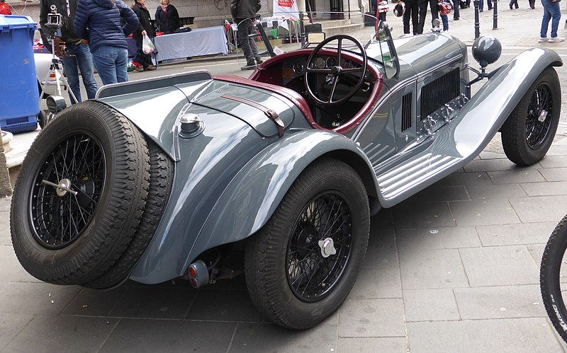 800px-Alfa-Romeo_8C_2300_Corto_Touring_Spider_(1933)_(34226744866)